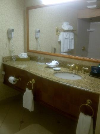 Harrah's Council Bluffs: Harrah's Council Bluff bathroom