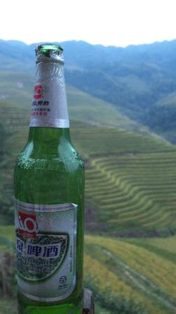 LongJi Terraces Tian ranju Inn: 漓泉啤酒