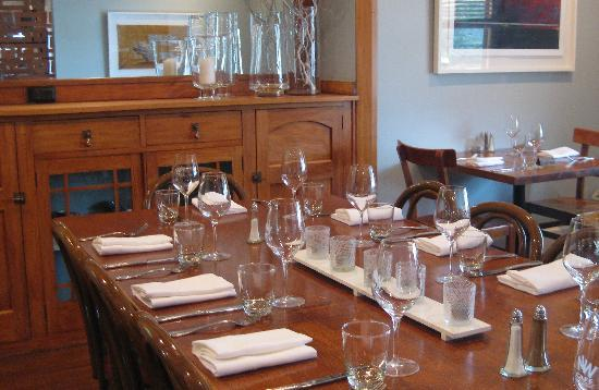 Nor'Wester Cafe : Dining within the 1928 bungalow