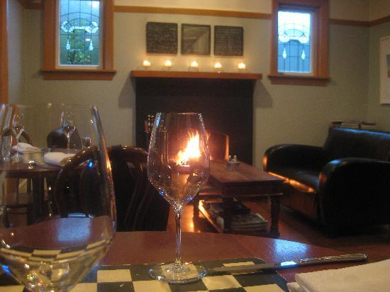 Nor'Wester Cafe : Open fire in the winter for a warm experience