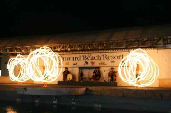 Onward Beach Resort: ポリネシアンショー