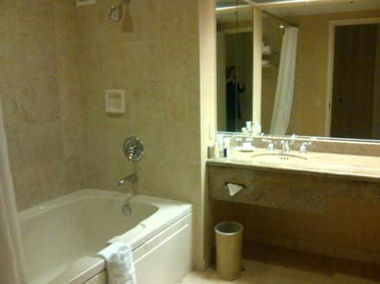Horseshoe Tunica: Horseshoe Suite Tunica Bathroom