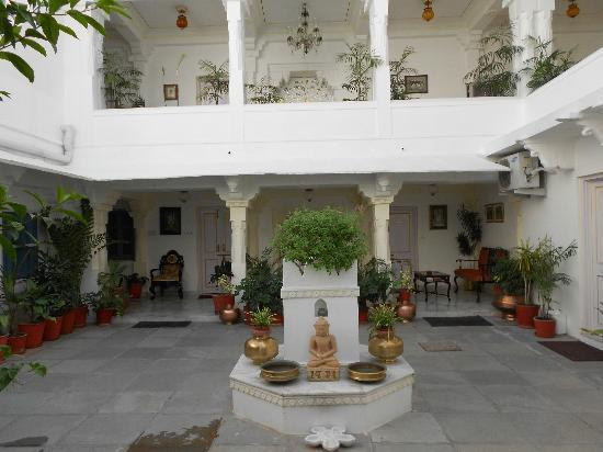Jagat Niwas Palace Hotel: hall de l'hotel