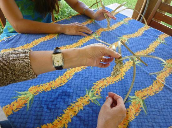 Kaanapali Beach Hotel: Lau Lau weaving lesson