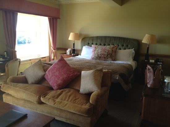 Stoke Park Country Club, Spa and Hotel: Our bedroom in the main building