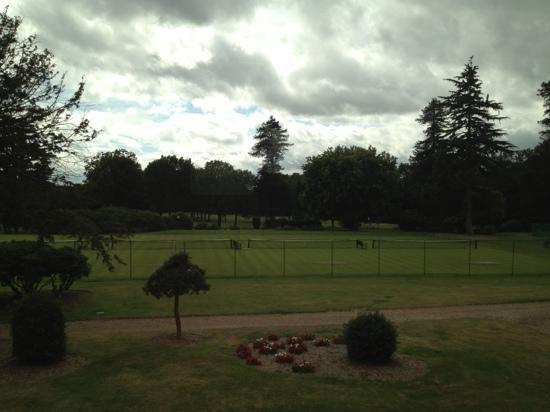 Stoke Park Country Club, Spa and Hotel: outdoor tennis courts early morning