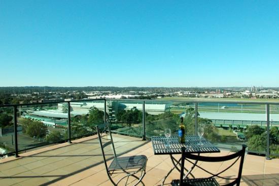 Parramatta Waldorf Apartment Hotel: Rosehill Racecourse