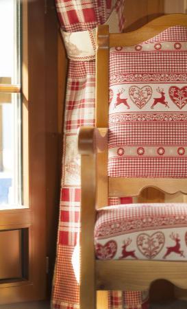 Hôtel Aux Mille Etoiles : Ambiance chambre