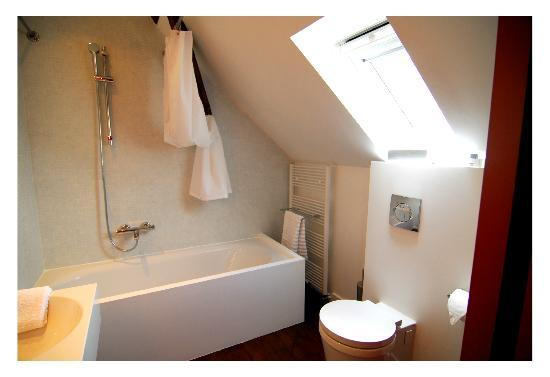 "De Grote Kievit: bathroom ""Peer""-suite"