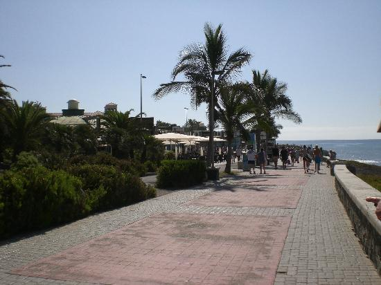 Hotel Riu Palace Meloneras Resort: Along the Prom