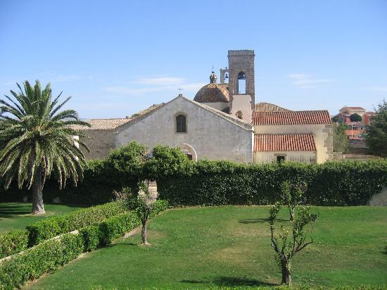 Casa Zapata: la chiesa e gli edifici d'epoca retrostanti