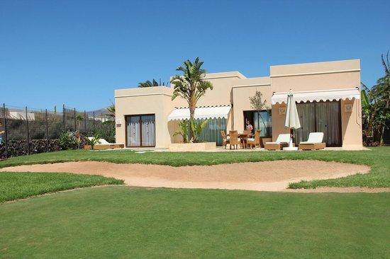 Alondra Villas & Suites : rear garden