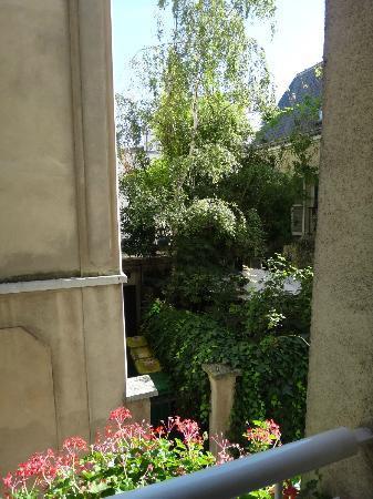 BEST WESTERN Bretagne Montparnasse : View from room