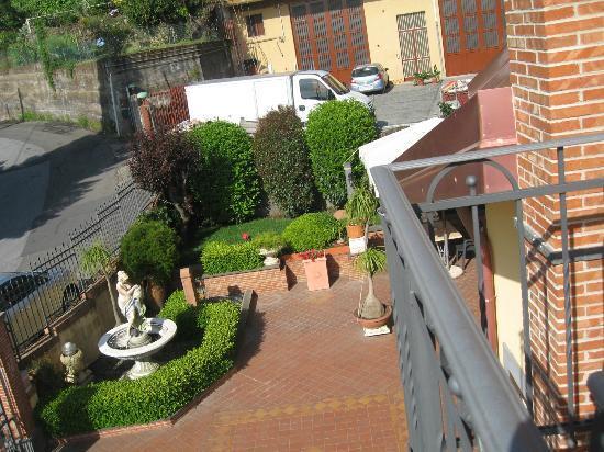 Villa Hirschen: Affacciandosi dal balcone