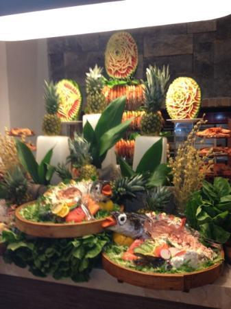 Hillside Beach Club: The amazing Prawn and Salmon tower in the restaurant for Dinner