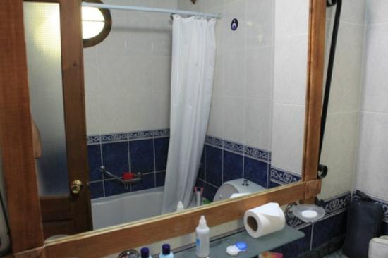 Flamingo Hotel: Flamingo Bathroom