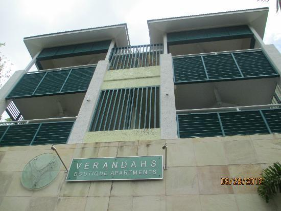 Verandahs Boutique Apartments: Third floor balcony
