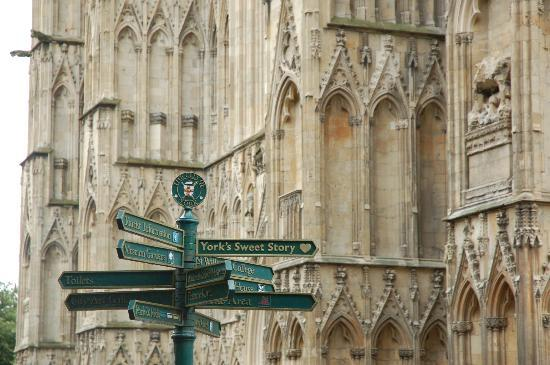 Hillcrest Guest House: York Minster - 25 mins. walk via the park & city centre.
