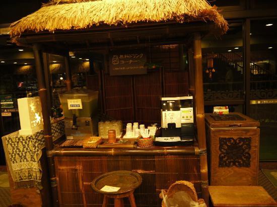 Anda Resort Izukogen : ロビーに設置されているお茶&アイスキャンディー