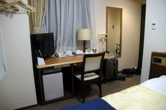 Hotel New Ueno: Desk in room