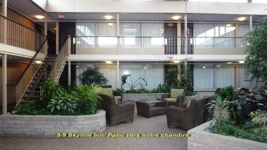 Skyline Hotel & Waterpark: Patio vers la chambre