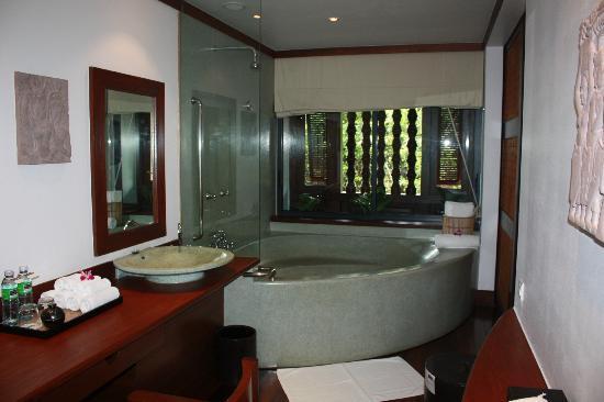 Belmond La Residence d'Angkor: Bathroom