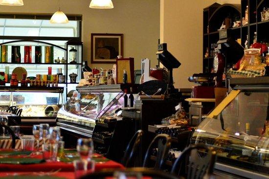 Noceto, Italia: Il bancone di prodotti