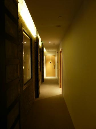 The Waterhouse At South Bund: Hallway