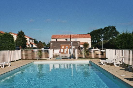 Maeva Residence Le Hameau du Golf: Piscine (non chauffée - séjours en 2010 et 2012)