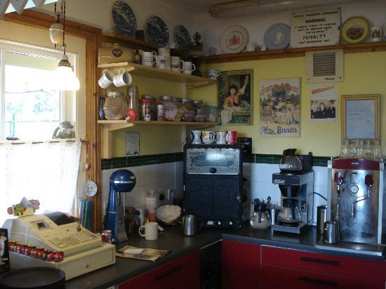 Russell Tea Room: Serving area