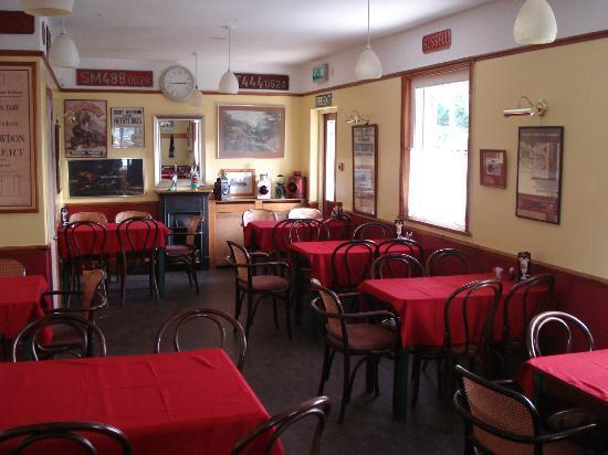 Russell Tea Room: Interior