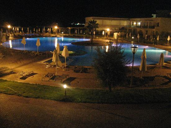 SENTIDO Apollo Blue: Pool at night time