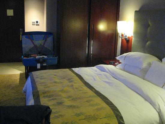 Days Hotel & Suites Xinxing Xi'an: bedroom