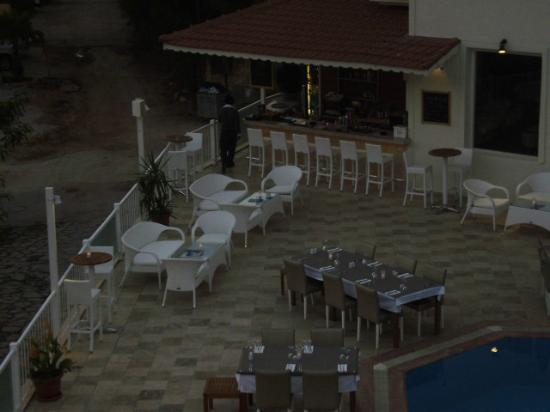 Rhapsody Hotel: evening veiw of bar