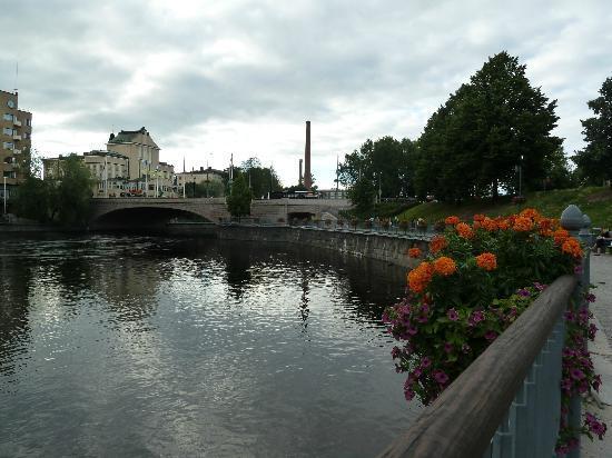 Hameenkatu: Vista del puente y la plaza