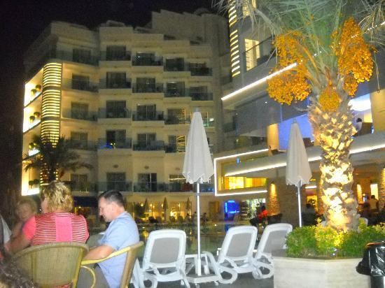 Blue Bay Platinum Hotel: açık alan