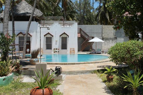 Palm Beach Inn Pool At