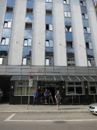 Rivoli Hotel : entrance of the hotel