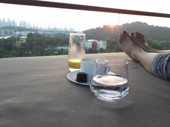 Capella Singapore: バルコニーからの眺めは抜群