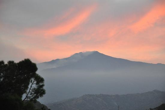 Hotel Villa Sonia : Sunset over Mt Etna from room