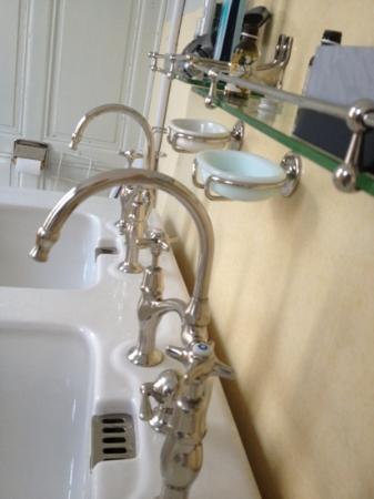 Hotel Glacier du Rhone: Bathroom
