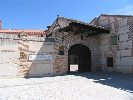 Madrigal de las Altas Torres, Spain: Entrance to convent
