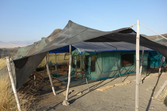 Ngare Sero - Lake Natron Camp: Bathroom is behind the tent