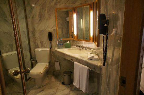 Le Meridien Jakarta: 浴室