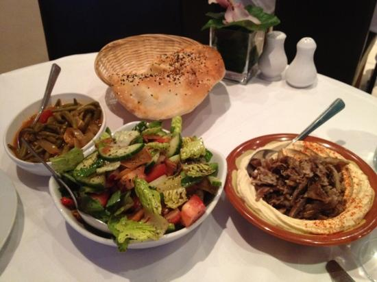 Orjowan: Starters - salad, hummus with meat, and some very tasty green beans!