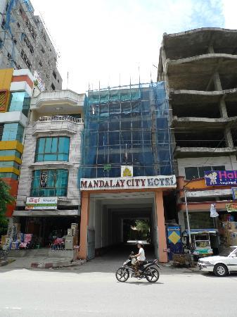 Mandalay City Hotel: Entrance