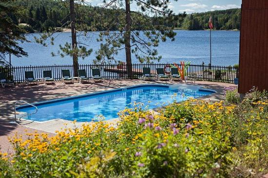 Couples Resort: View of Pool and Lake