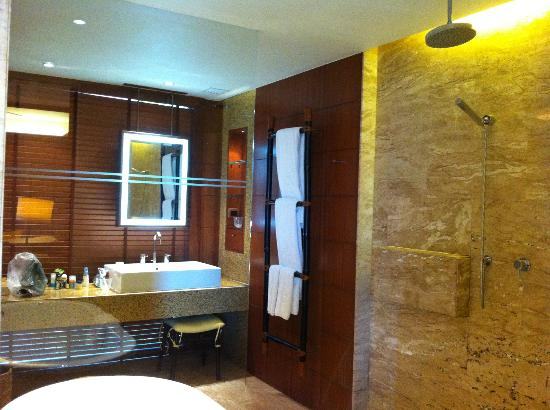 Centara Grand Beach Resort & Villas Krabi : Bathroom