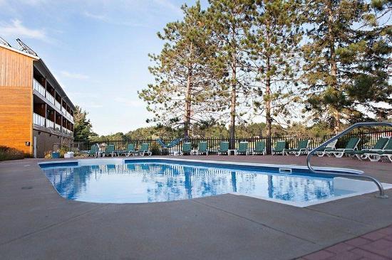 Couples Resort: Fall Pool Open til Thanksgiving