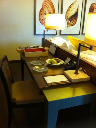 Centara Grand Beach Resort & Villas Krabi: Desk